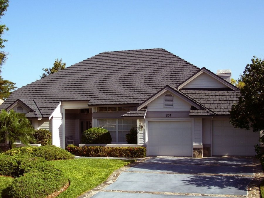 Metal roof country home metal roof for Homes with metal roofs photos